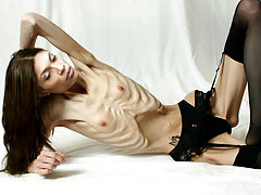 Truly anorexic real nude pictures of skeletal girls